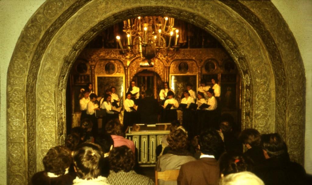 """Концерт в церкви """"Троицы в Никитниках""""  Хор и оркестр . Дирижер Роман Моисеев"""